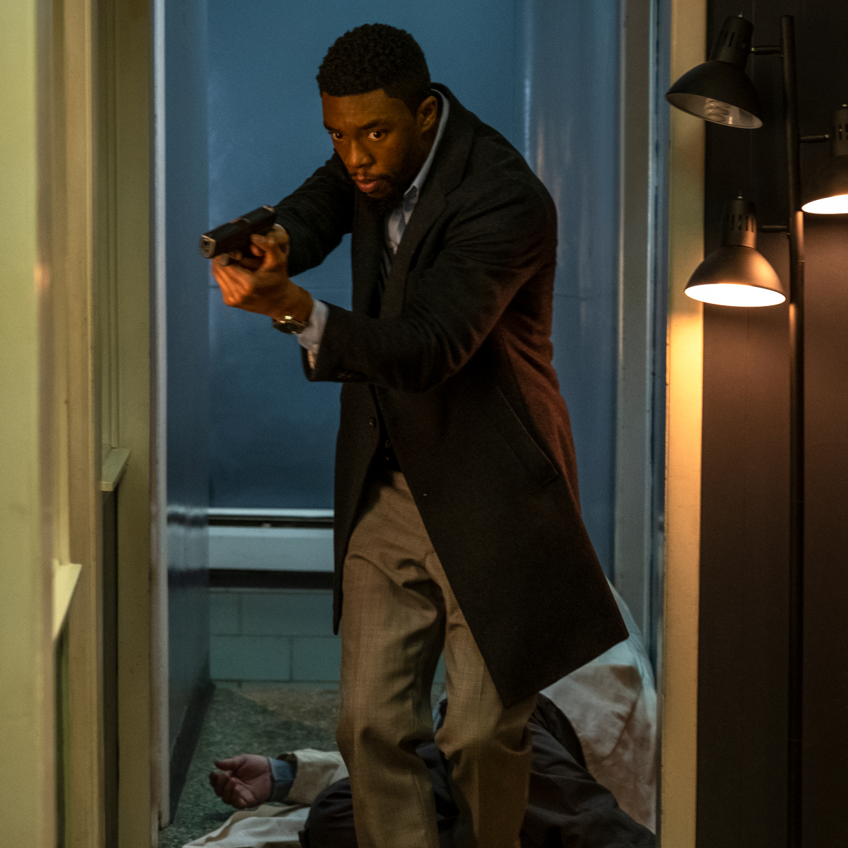 21 Bridges Movie Review Ratings A Scene Stealing Act By Chadwick Boseman Keeps This Bridge From Falling Down Pinkvilla