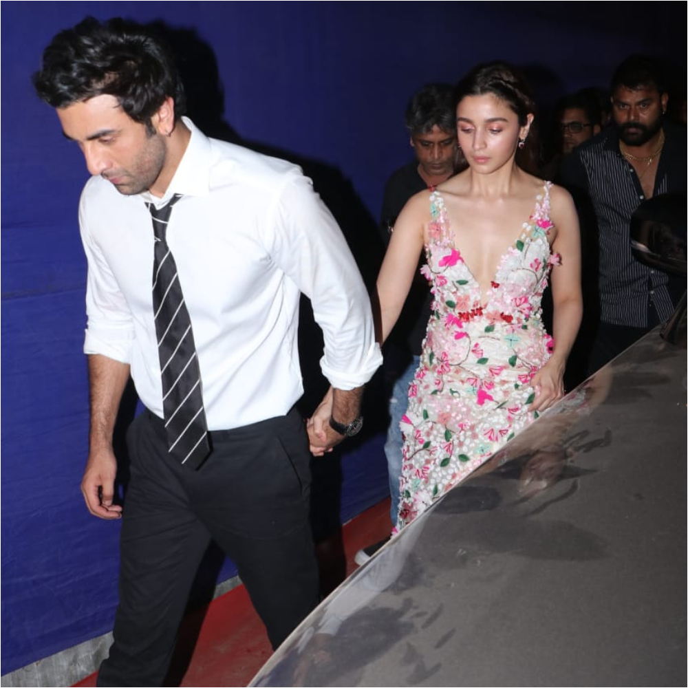 Ranbir Kapoor and Alia Bhatt exit the Zee Cine Awards 2019 hand in hand; View pics