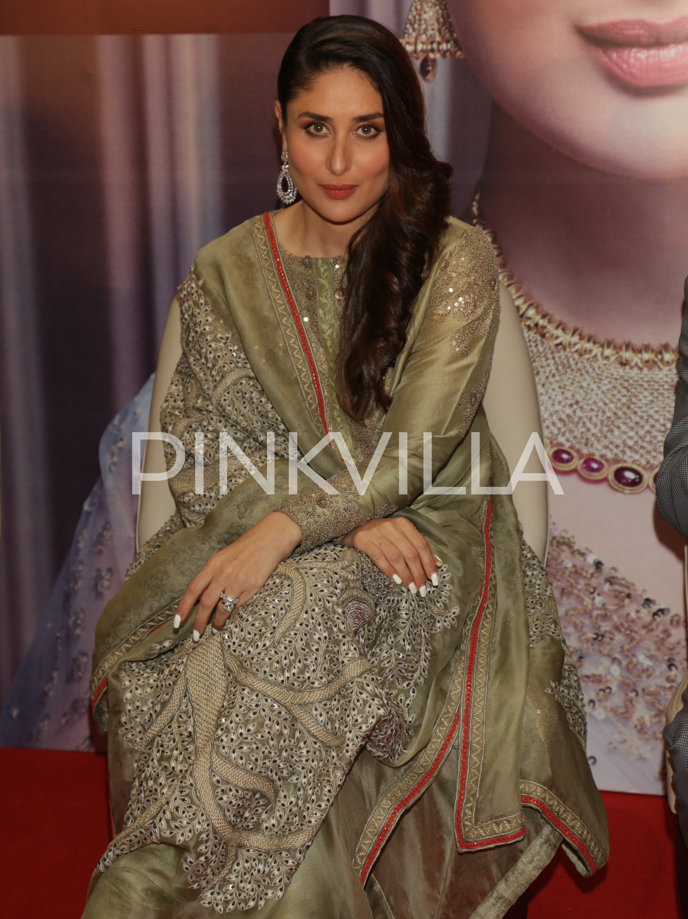 Kareena Kapoor Khan looks ethereal in traditional at an event in ...