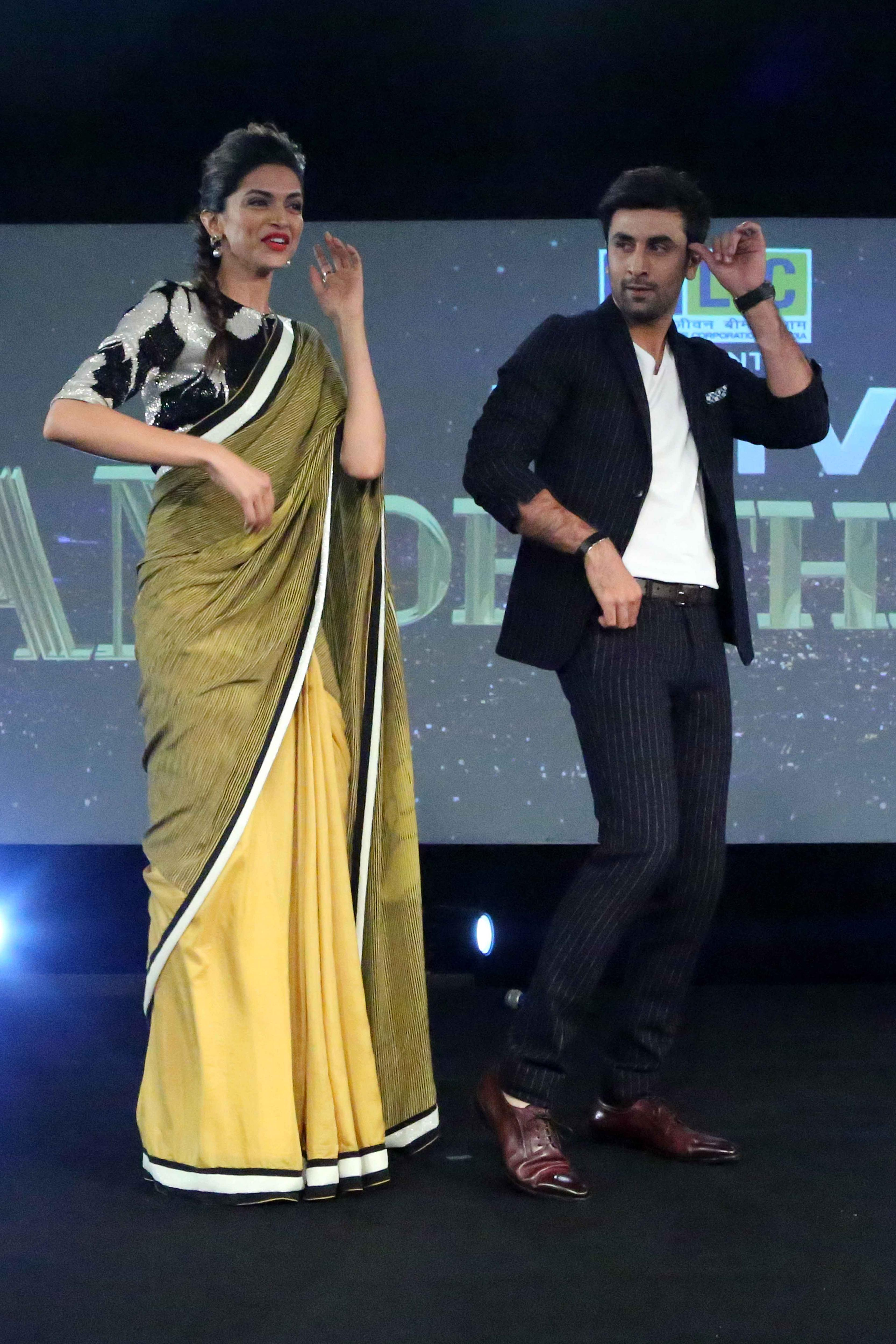 Ranbir and Deepika groove to Badtameez Dil at the NDTV
