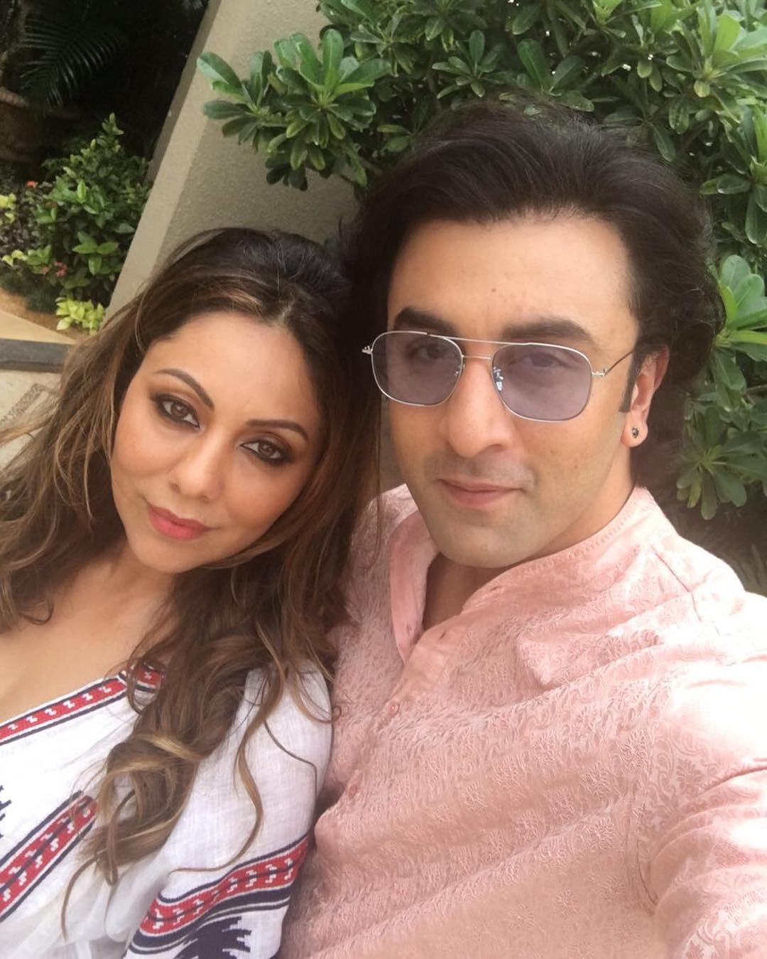 Ranbir kapoor poses for a picture perfect selfie with gauri khan ranbir kapoor poses for a picture perfect selfie with gauri khan pinkvilla pmusecretfo Images