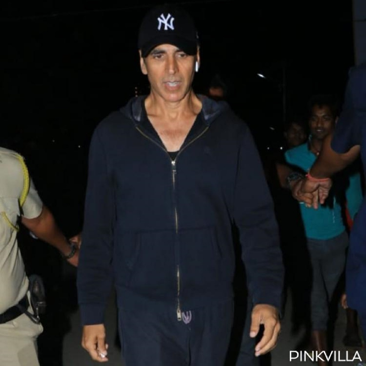 Akshay Kumar proves he is a prankster as he hilariously tricks the paparazzi & tries to run away; WATCH