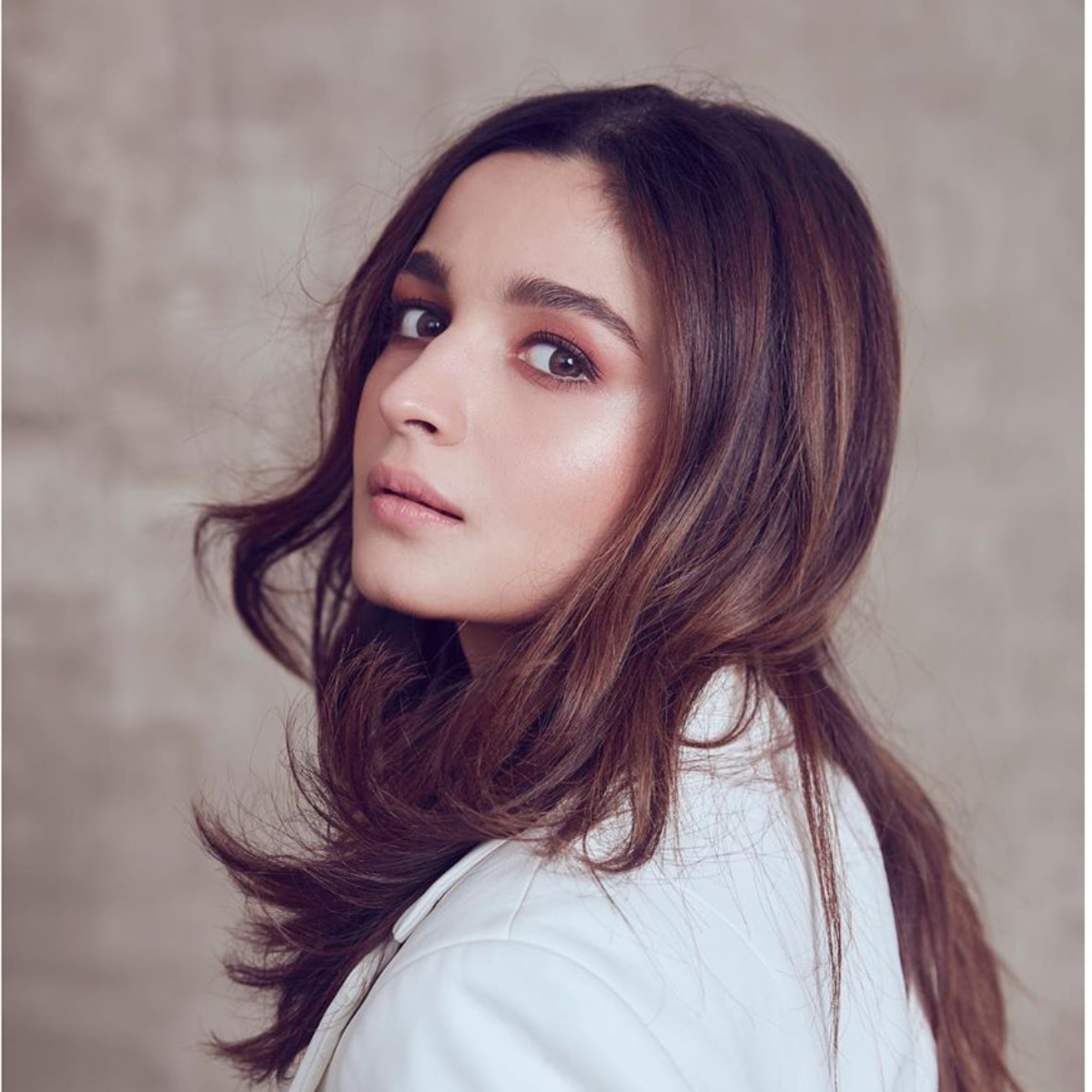Alia Bhatt attempts to cook for the first time and spills secrets about her food habits; Watch Video