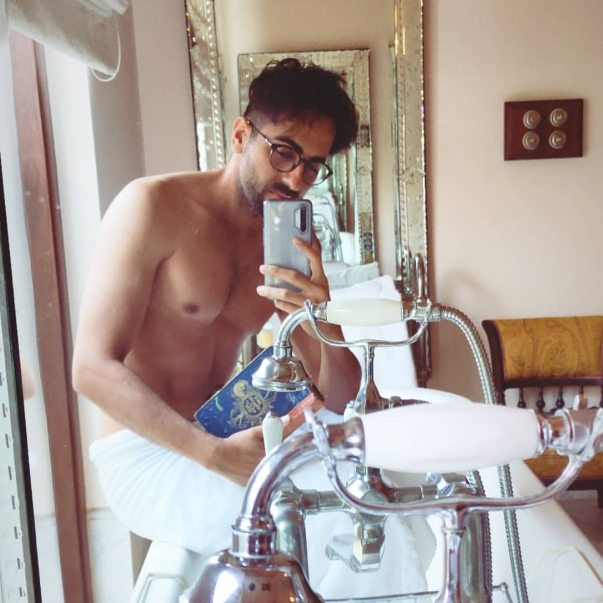 Bala star Ayushmann Khurrana looks highly attractive in his latest mirror selfie and calls himself 'a nerd'