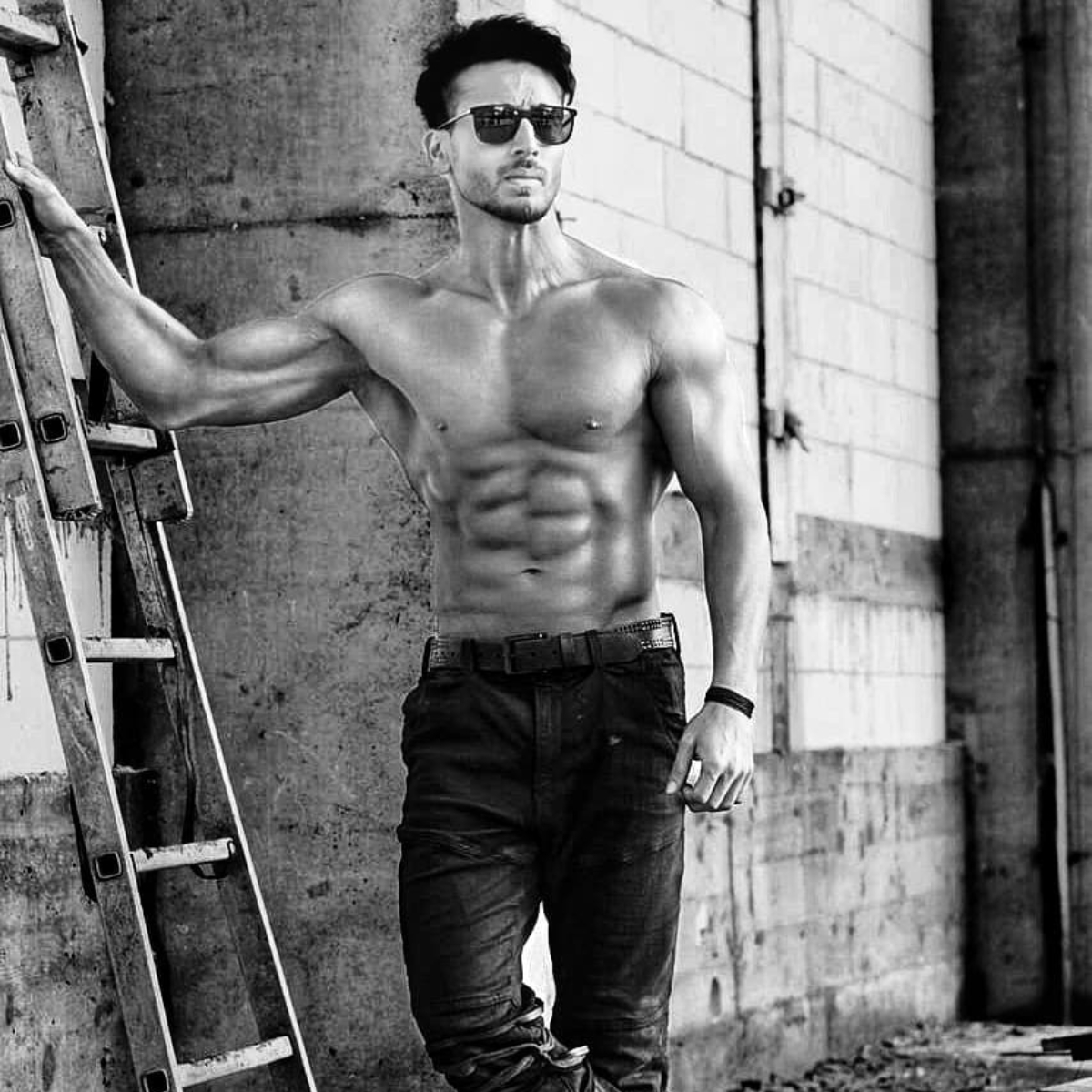 Baaghi 3: Tiger Shroff shows off his well toned abs in the chilly weather of Serbia