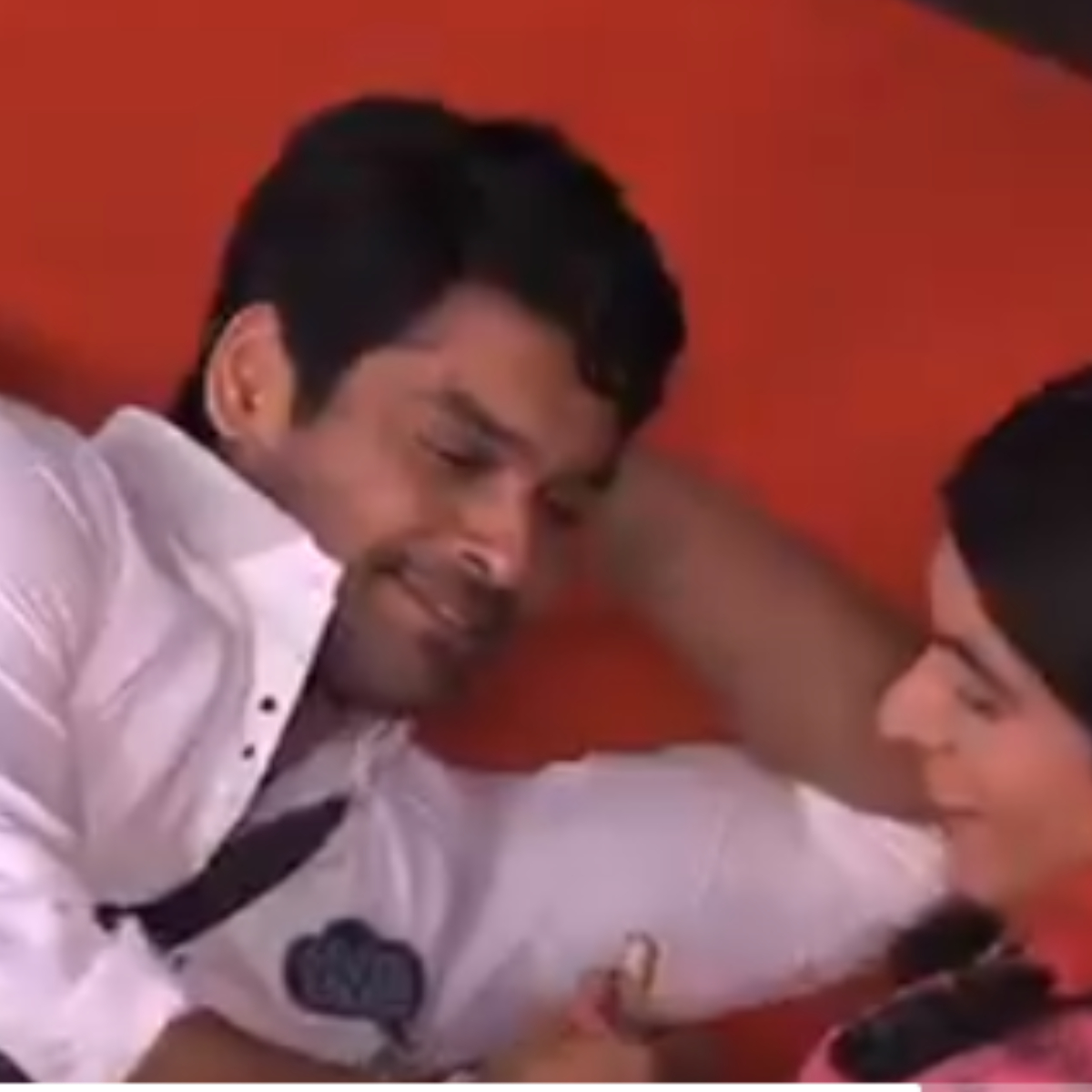 In the upcoming episode, we will see Sidharth Shukla getting all mushy and romantic with Guthi aka Sunil Gorve