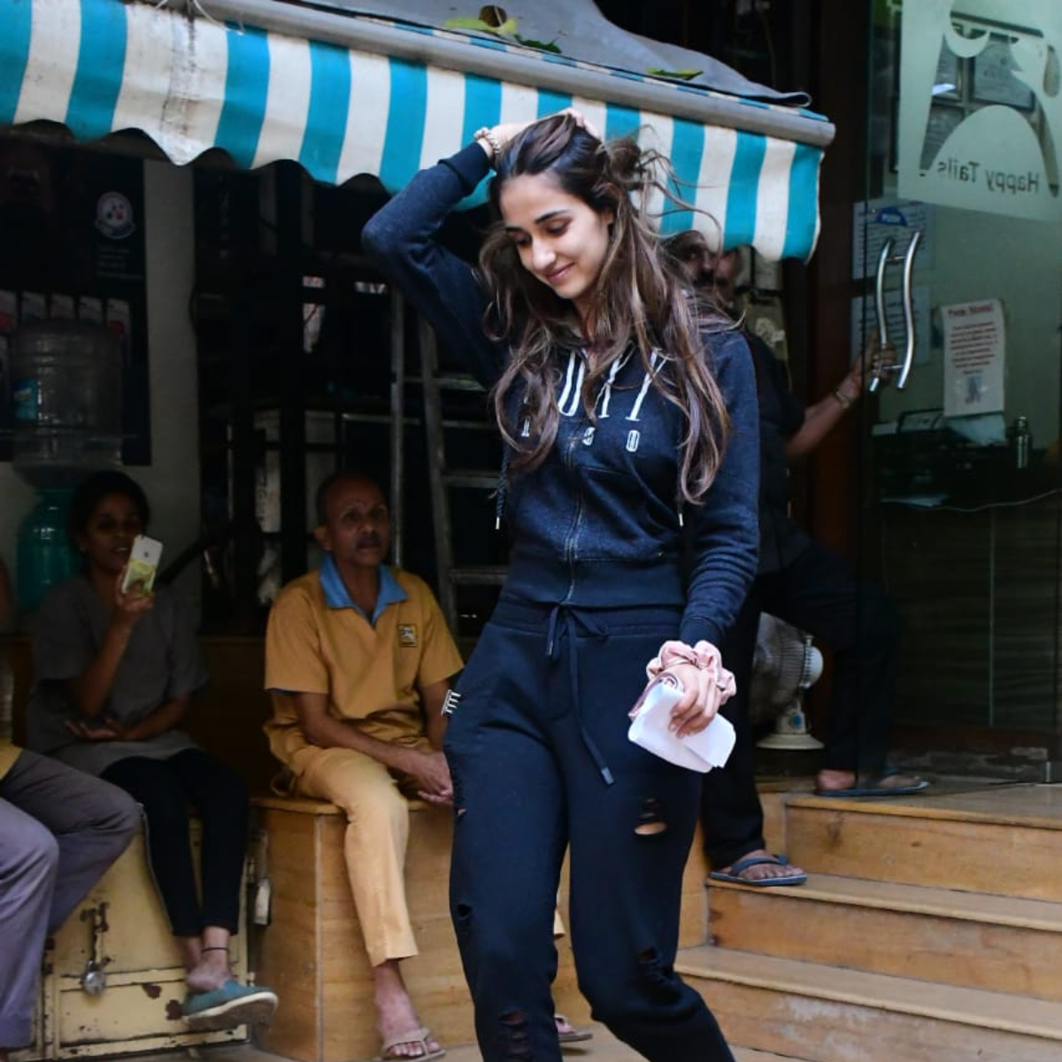 PHOTOS: Disha Patani dons a simple & casual attire as she steps out in the city