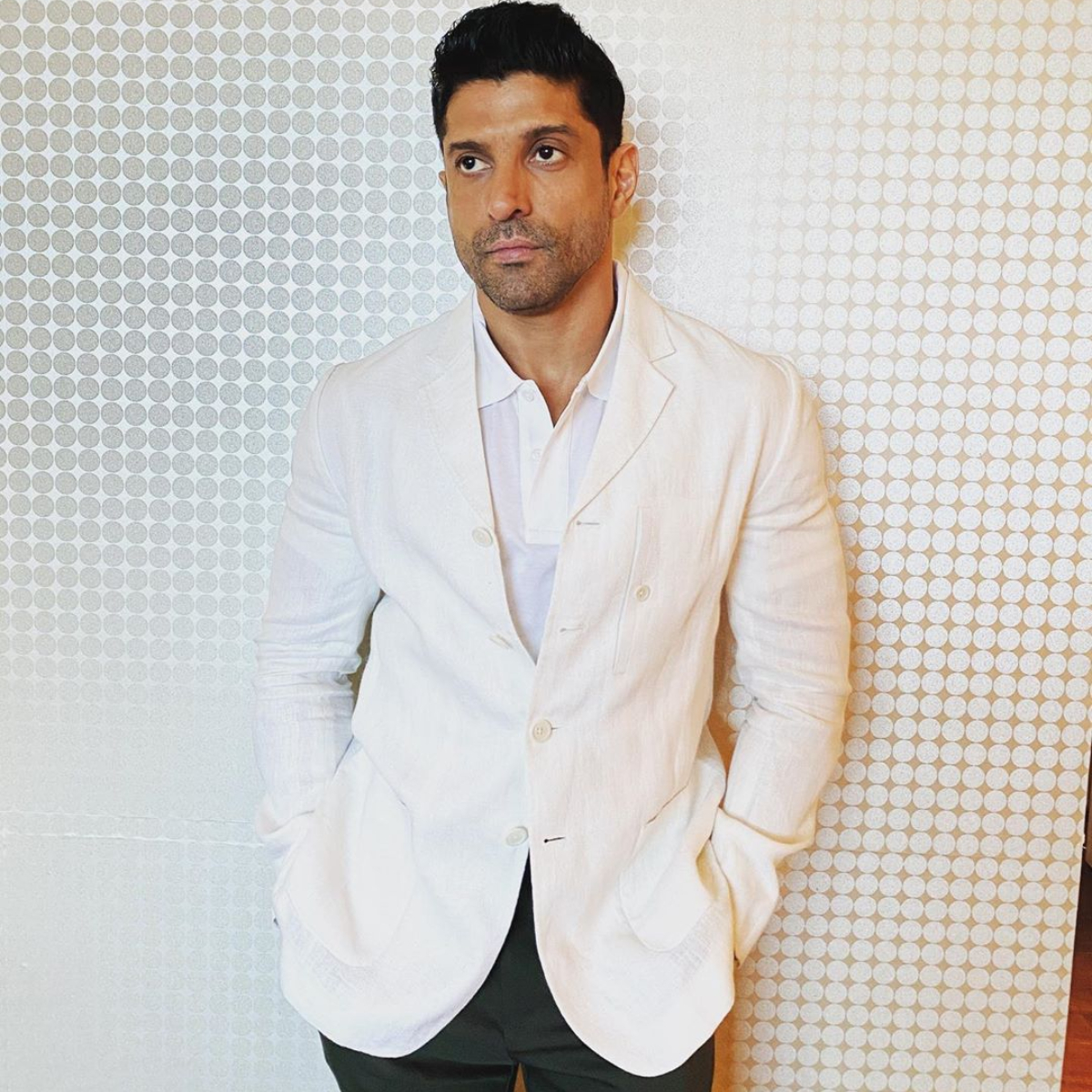 Farhan Akhtar slams a troll who blamed the actor for the ongoing CAB protests; Check it out