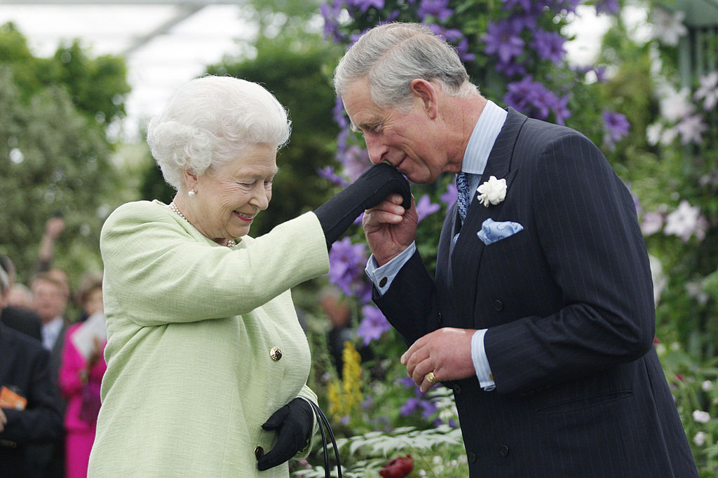 Queen Elizabeth to step down and let son Prince Charles takeover when she turns 95? Here's the truth