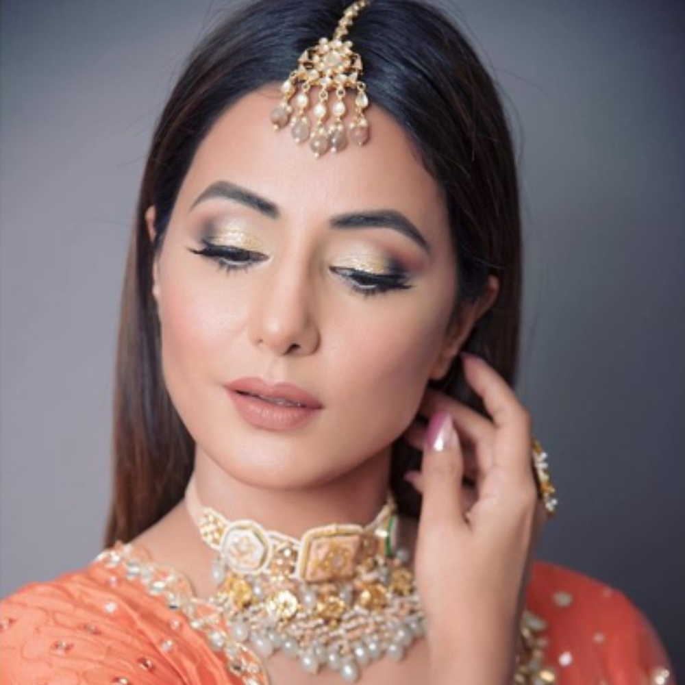 Hina Khan looks ethereal in a lehenga choli as she strikes a pose for the camera; View PICS