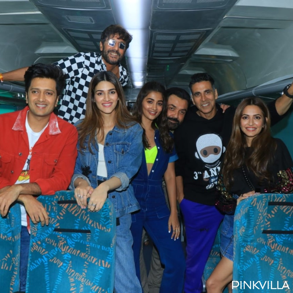 PHOTOS: Housefull 4's Akshay Kumar, Kriti Sanon, Riteish Deshmukh & others promote the movie on wheels