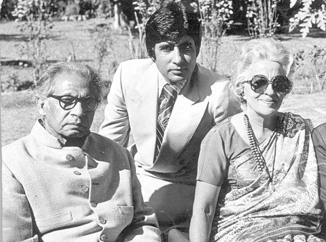 Young Amitabh With his parents
