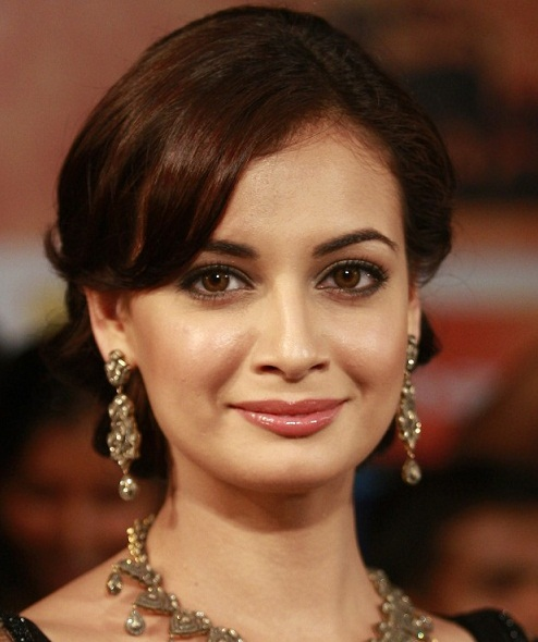 The Makeup Queens Of Bollywood - DIYA MIRZA | PINKVILLA
