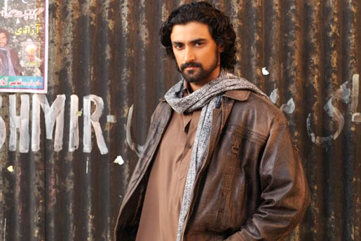 7.Kunal Kapoor in Lamhaa:: He looked like a Kashmiri and that's about it! He was expressionless in the movie, especially in some crucial scenes. He failed to connect with audiences. His speeches and dialogue delivery were very labored, like he was reciting poetry. It is no wonder that he does not do many movies.