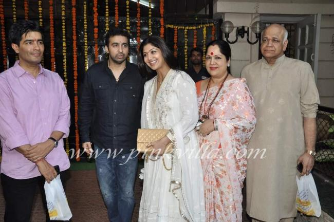 Shilpa and Raj family snap with Manish