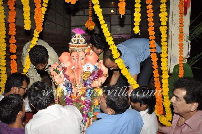Ganesh Visajran at Jitendra's home