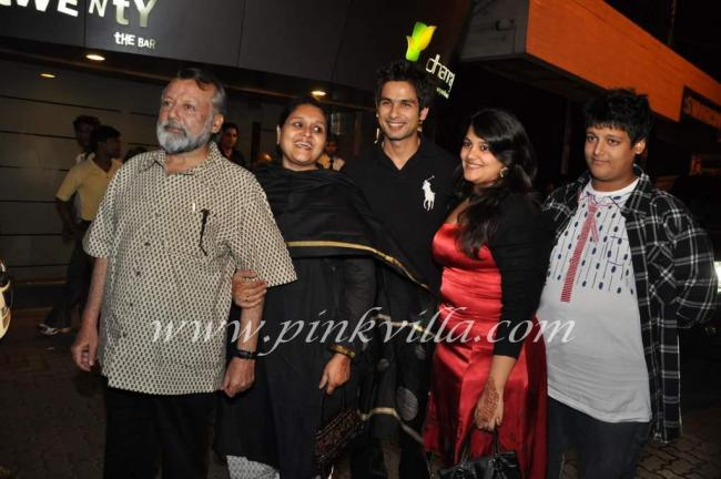 with father Pankaj Kapoor, stepmother Supriya Pathak and half siblings: sister Sanah and brother Ruhaan