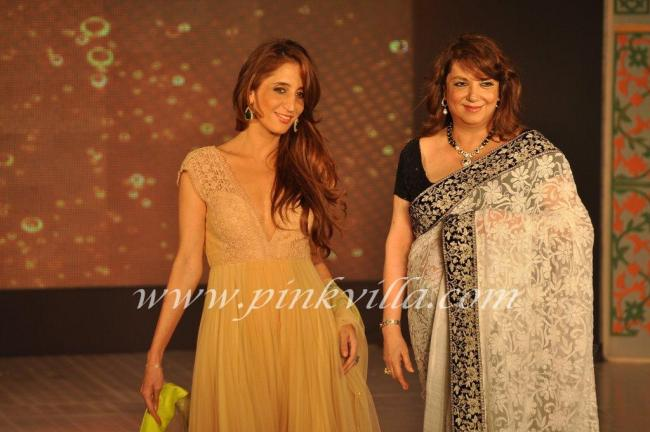 Farah Khan with mom Zarine