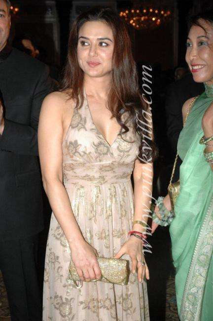 DSC 1035preview - Preity Zinta graces France Independence day celebr