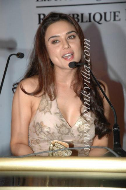 DSC 1044preview - Preity Zinta graces France Independence day celebr