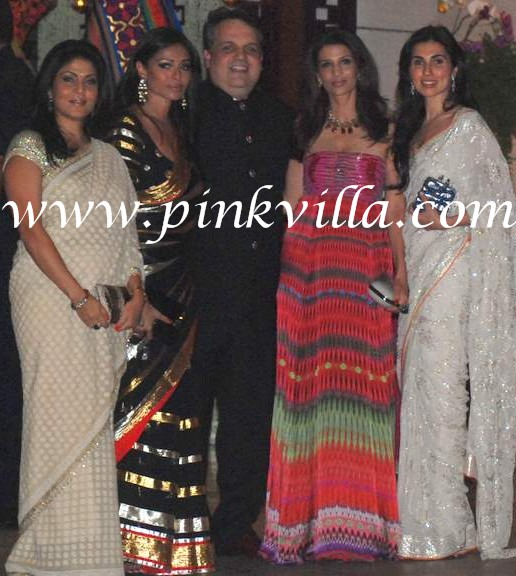 Kalyani Chawla(In Black), Rhea Pillai, Prerna Goel(in cream at the far right)