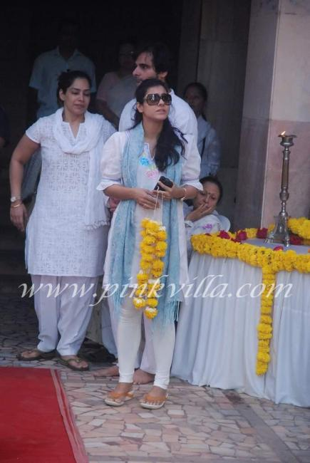 Kajol Tanisha At Joy Mukherjee39s Funeral PINKVILLA