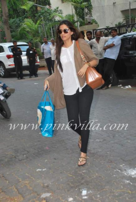 DSC 8462 5preview - Bollywood pays tribute to Mona Kapoor