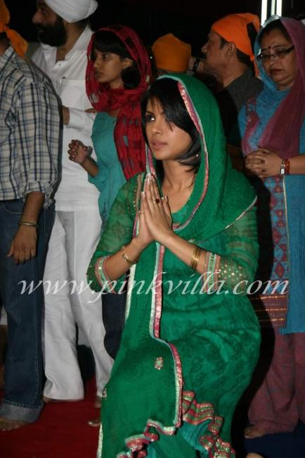 Priyanka Chopra at father Ashok Chopras kirtan event 97197