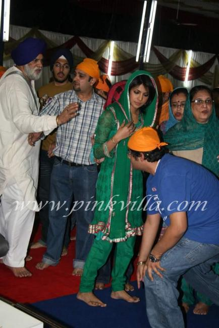 Priyanka Chopra at father Ashok Chopras kirtan event 97191