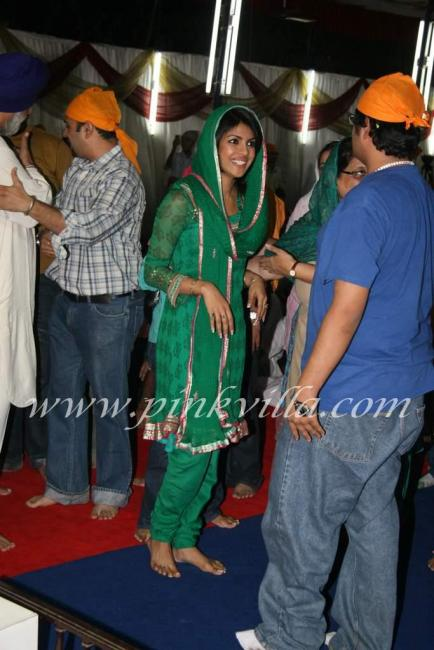 Priyanka Chopra at father Ashok Chopras kirtan event 97192