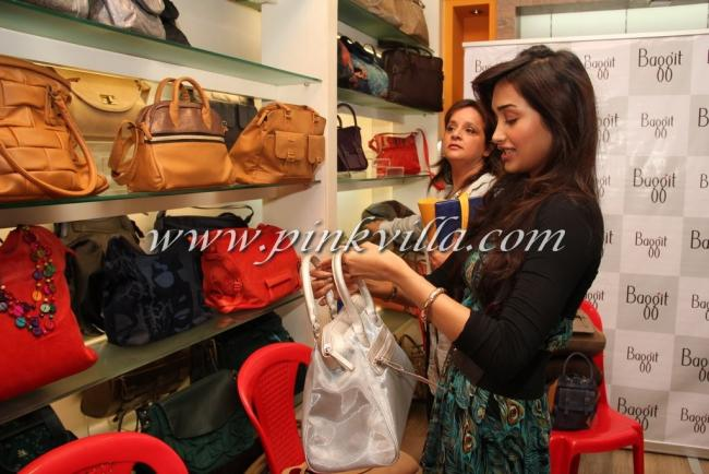 The Brand Has Launched A New Haute Range Of Bags And Accessories Jiah Was Seen Admiring Collection Purses Other