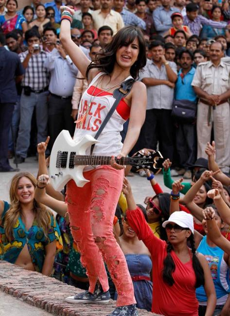 Movie Stills: Katrina Kaif in Mere brother ki dulhan ...