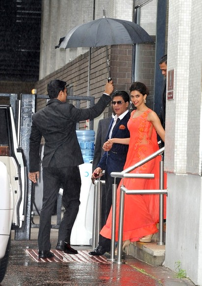http://www.pinkvilla.com/files/images/SRK-DeepikaP-London11.jpg