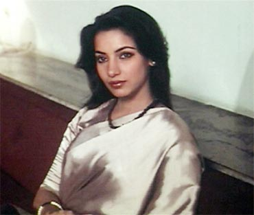 Shabana Azmi (ARTH) There is a list of performances Shabana Azmi is known for. But Arth is what defines her the best. Characterizing a vulnerable yet strong woman: Shabana Azmi immortalized a woman in a teary eyed 'muskurahat' that hid many woes. She has also played many strong women characters in different films and thereby creating a new language of films too in an era when India was seeing an 'art' film movement.