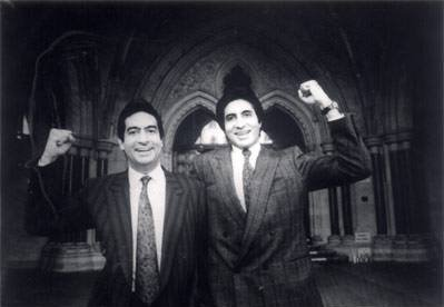 Amitabh Bachchan And his Brother Ajitabh Bachchan Outside the court after winning Bofors Case
