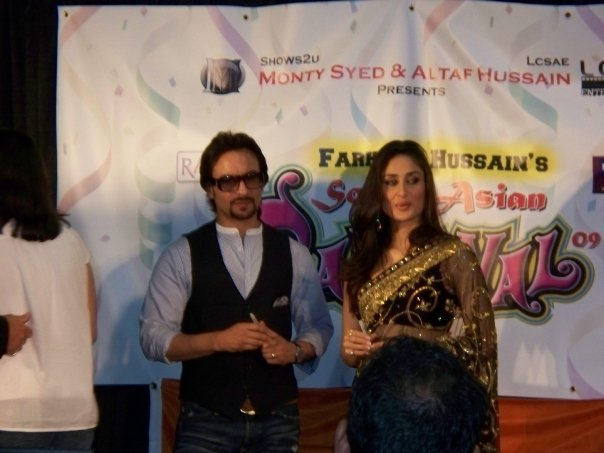 Kareena Kapoor & Saif Ali Khan at the South Asian Carnival - Chicago 89536