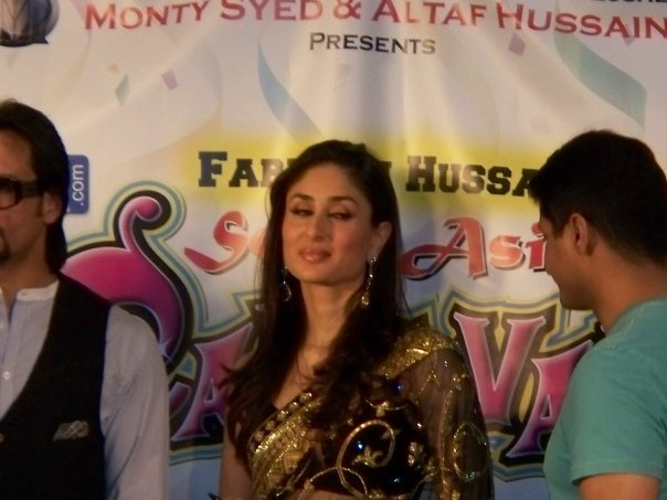 Kareena Kapoor & Saif Ali Khan at the South Asian Carnival - Chicago 89529