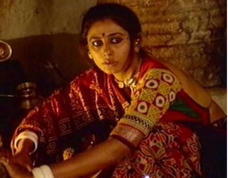Smita Patil (Mirch Masala): Smita Patil will always be remembered for what she did to the lecherous thakur in Mirch Masala when she not only defended her clan, but also stood tall as an example of what a woman is capable of doing if encroached in her territory.
