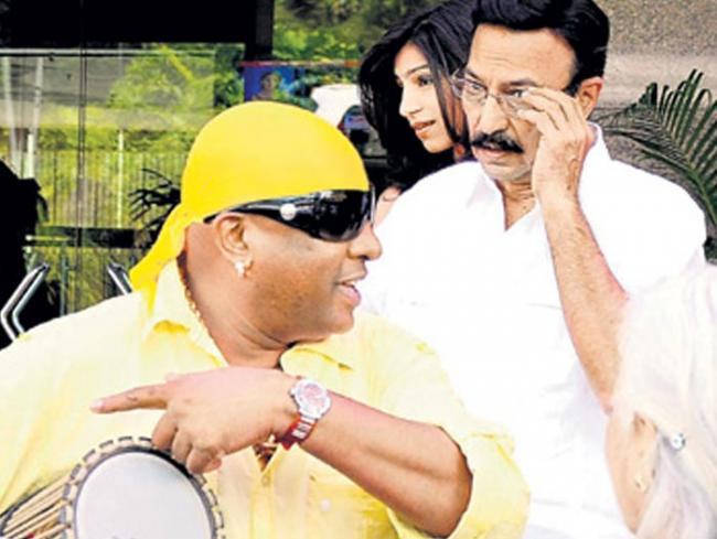 At the mehendi and sangeet venue -- Nandini Alva's farmhouse in Hebbal. Vivek's father Suresh Oberoi and drummer Sivamani leave Hotel Chancery Pavilion for the venue.