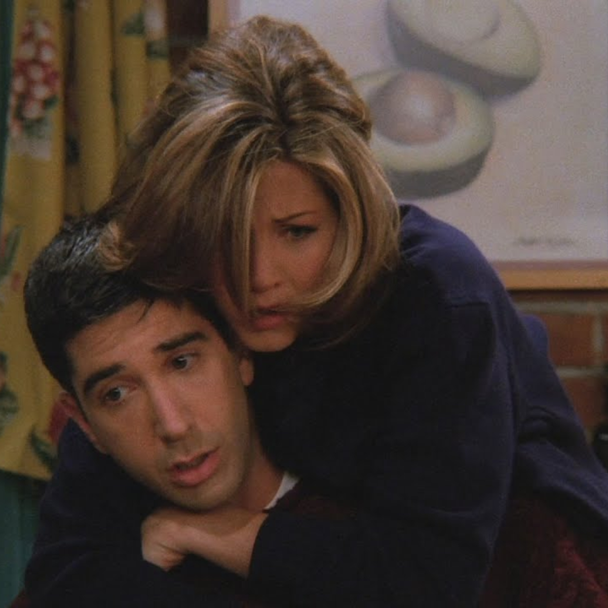Jennifer Aniston just updated us on Ross & Rachel's current relationship status & Friends fans can't keep calm