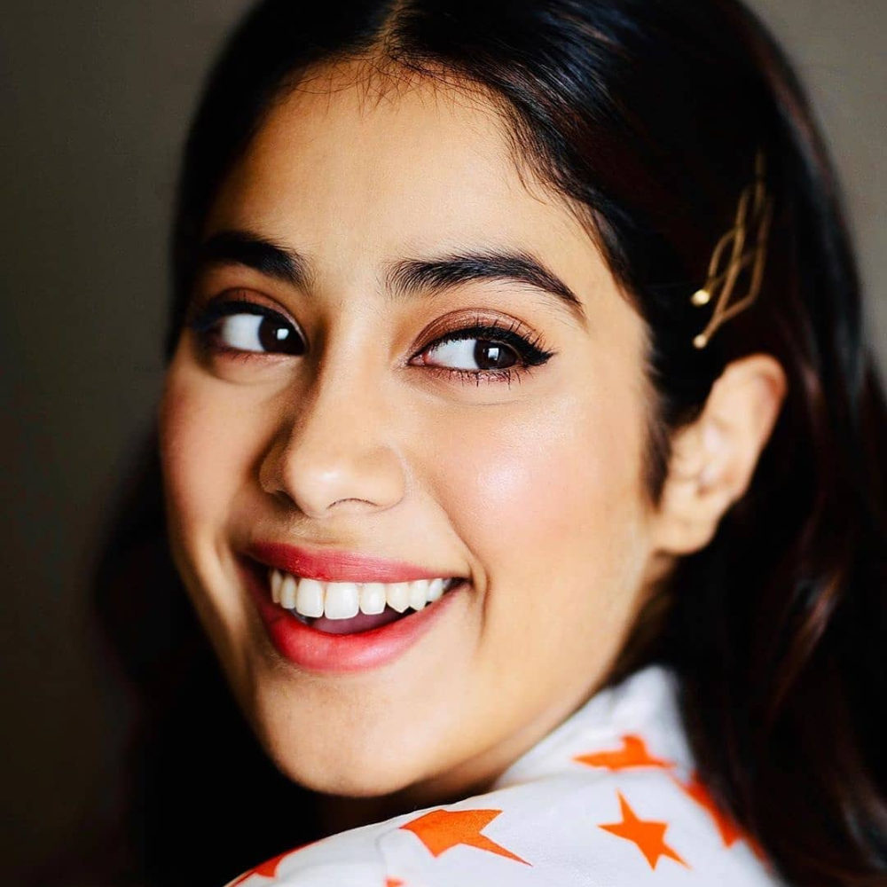 PHOTO: Janhvi Kapoor flashing her priceless smile in her latest post will leave you speechless