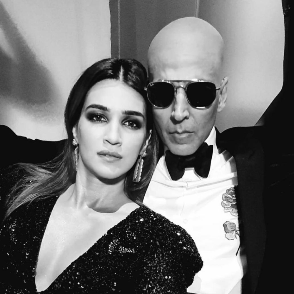 Housefull 4: Kriti Sanon shares a monochrome pic with Akshay Kumar aka Bala; Calls it 'Bald and Beautiful'