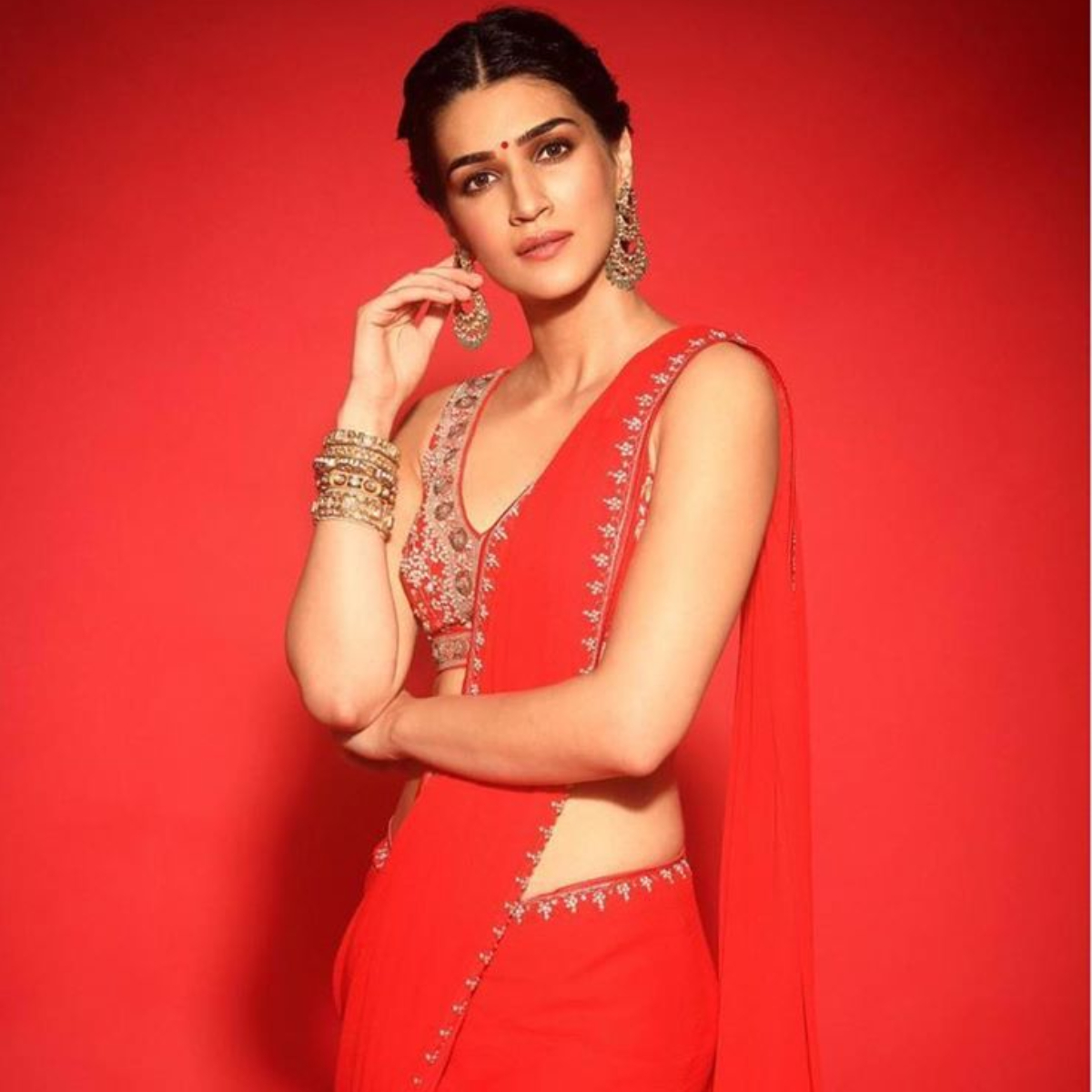 Kriti Sanon wears the PERFECT saree for Diwali and you should definitely not miss it