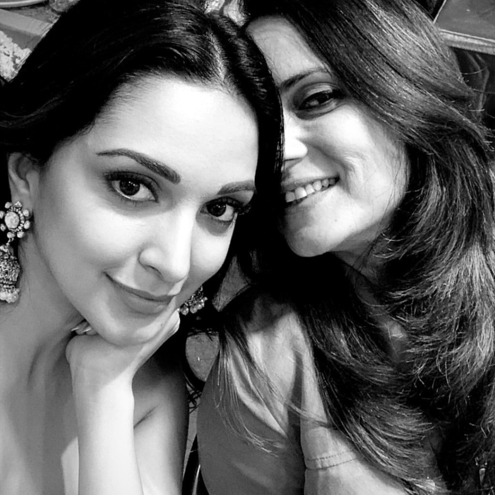 Kiara Advani is elated as she gets a visit from her mother on the sets of Indoo Ki Jawani; View PIC