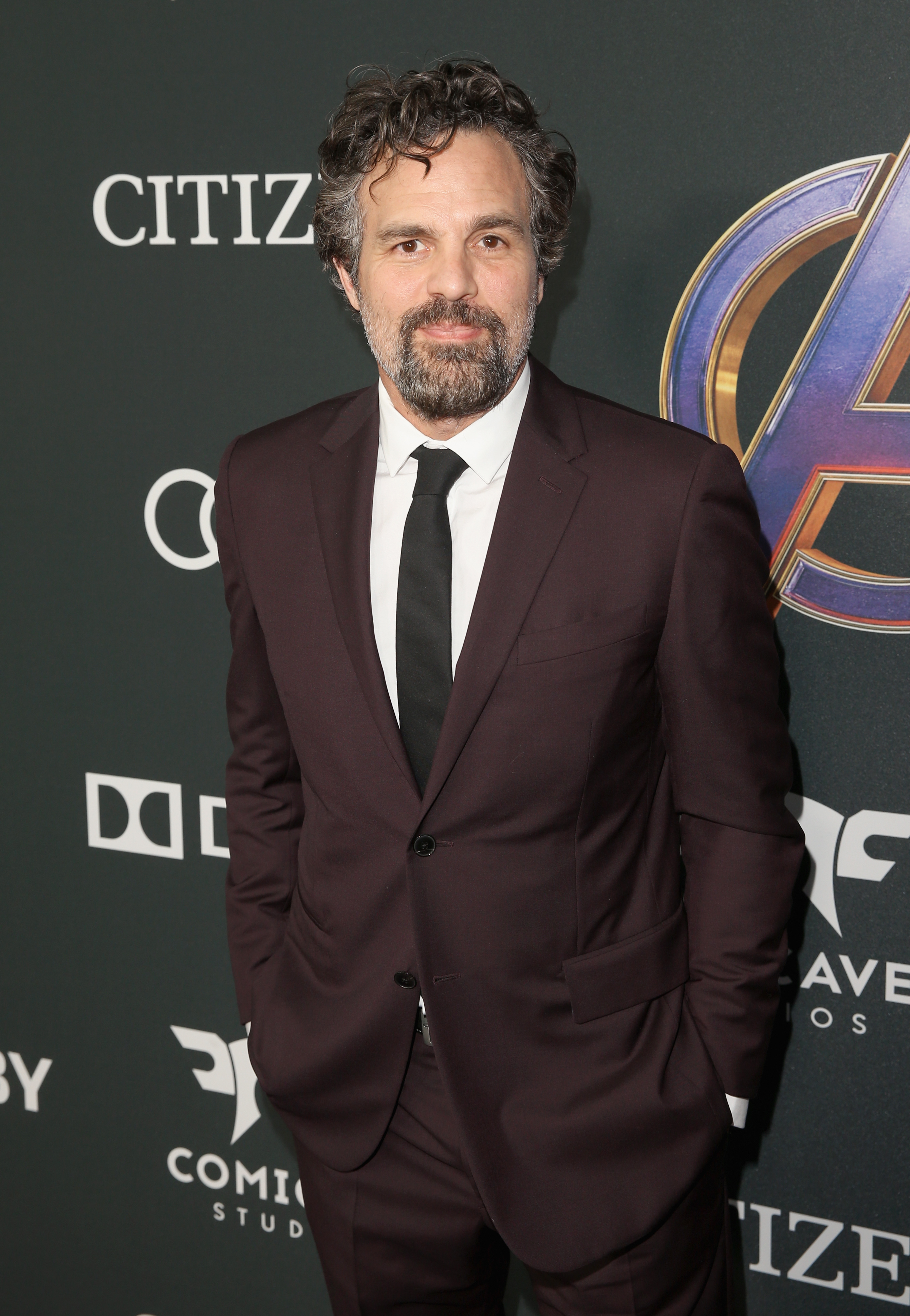 Mark Ruffalo shares his LinkedIn, Facebook, Instagram & Tinder Meme and we can't stop swooning