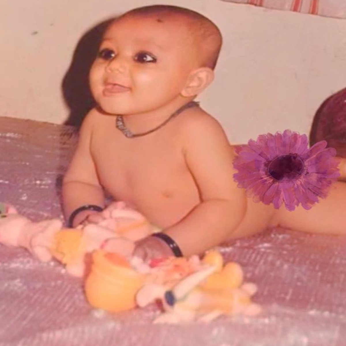 Children S Day 2019 India Idol 11 Judge Neha Kakkar Shares A Childhood Pic Thanks Parents For Their Support Pinkvilla