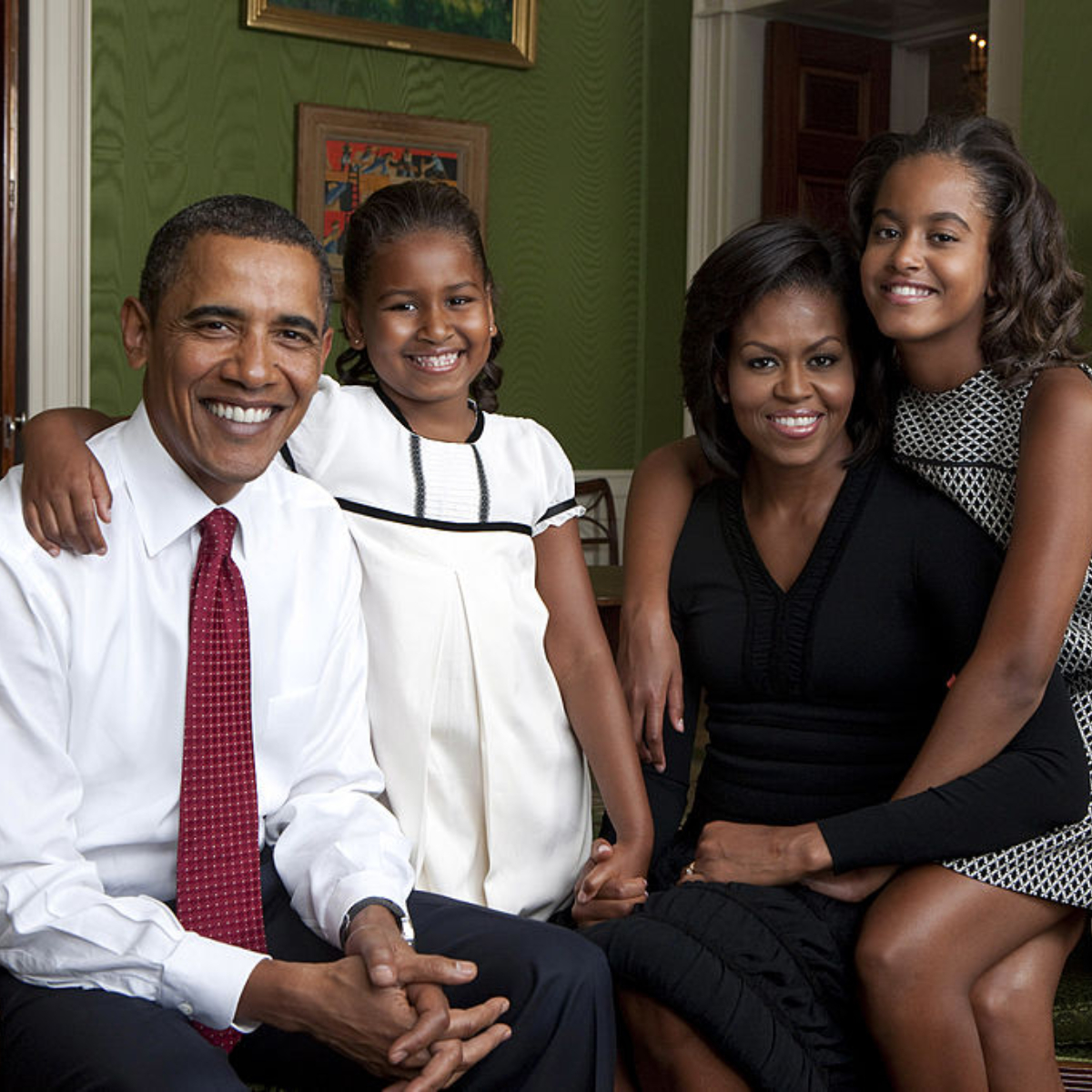 Michelle & Barack Obama's kids Sasha, Malia are all grown up; their Thanksgiving pic leaves Twitter in awe