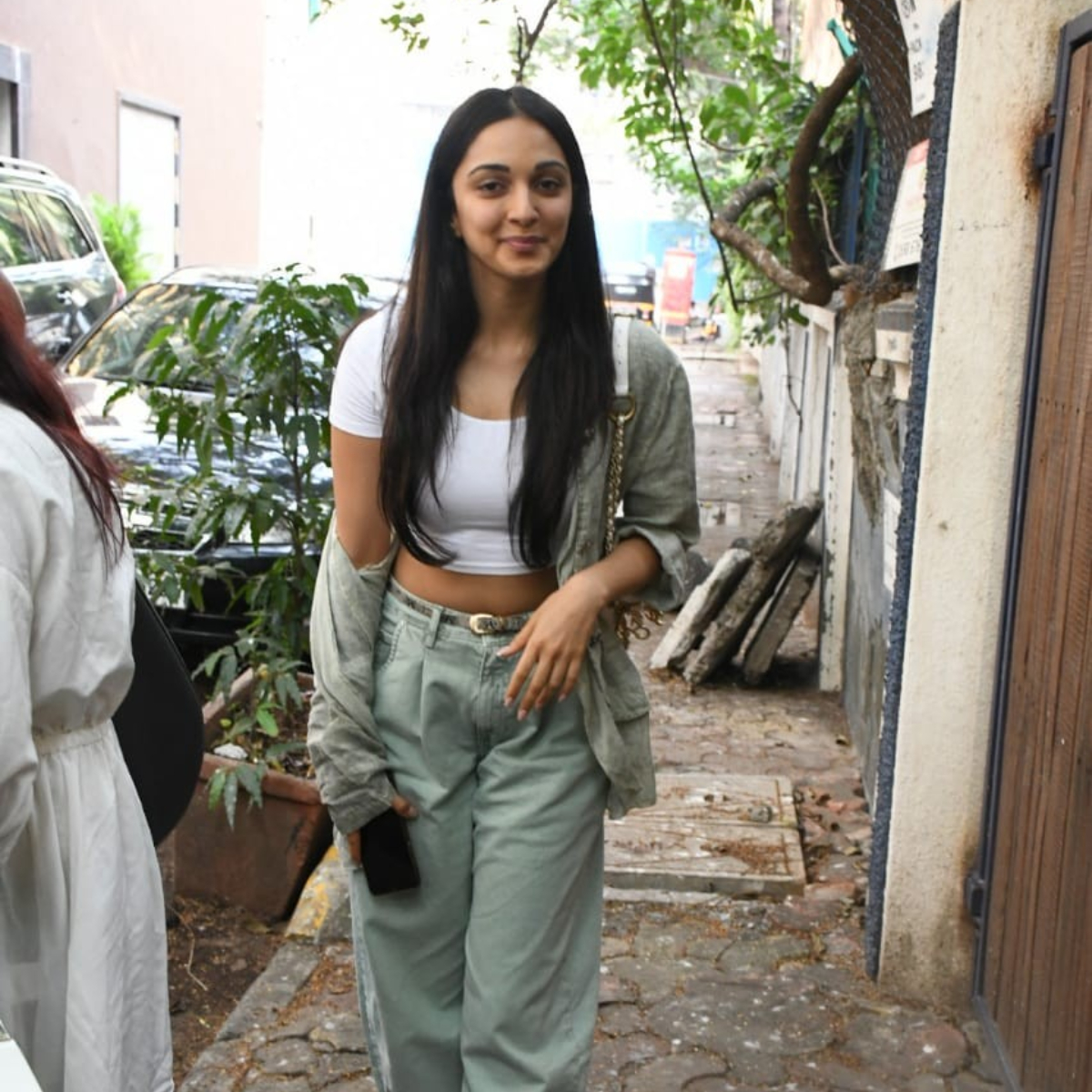 PHOTOS: Kiara Advani's de glam look wins hearts as she gets spotted out and about in the city