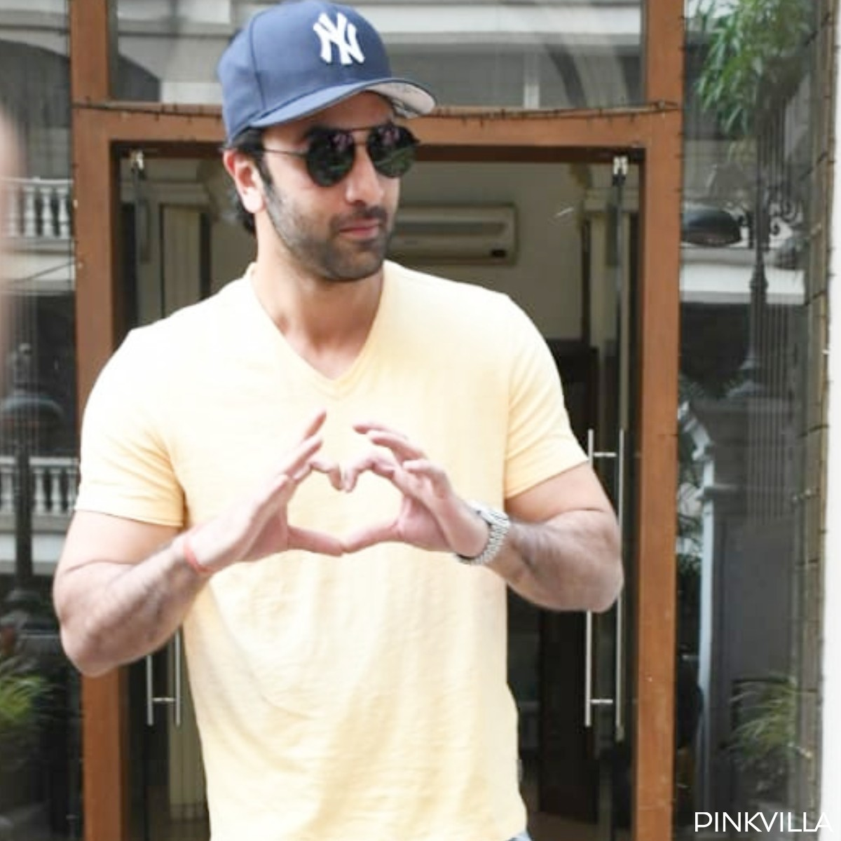 Ranbir Kapoor looks suave as strikes his signature pose and gets papped in Mumbai; See Pics