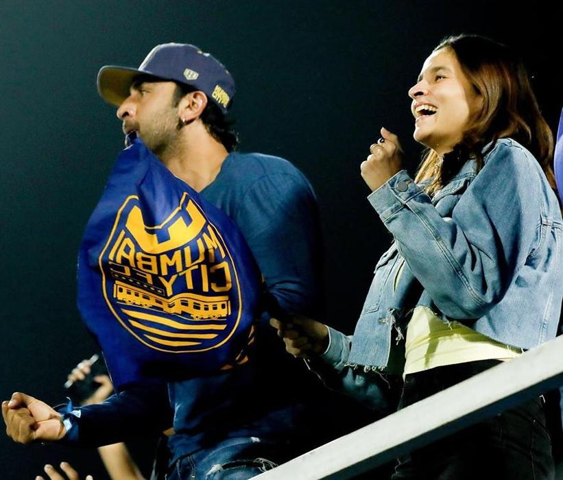 Alia Bhatt joins beau Ranbir Kapoor as he cheers for his team at the Indian Super League and fans are in awe